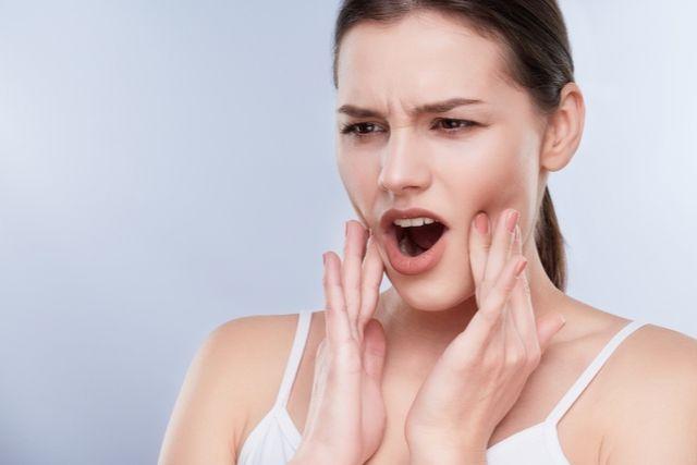 Por qué aparecen y como curar las llagas en la boca