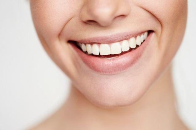 Aplicaciones del ácido hilaurónico en los tratamientos de estética dental