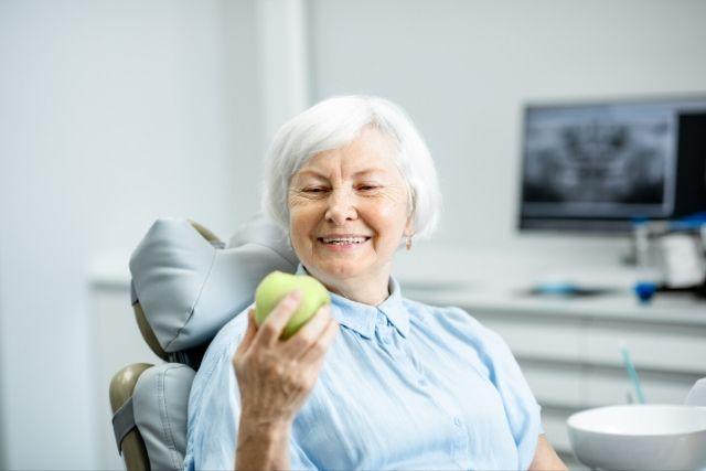Consejos para el correcto mantenimiento de los implantes dentales